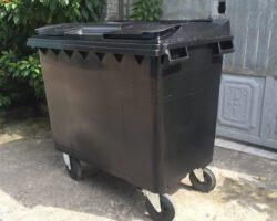 xe-thu-gom-rác-660l-màu-đen-nhựa-HDPE