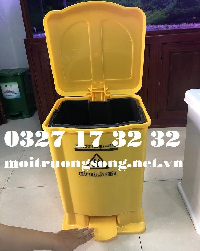 Thùng rác màu vàng 15 lít đạp chân, có nắp