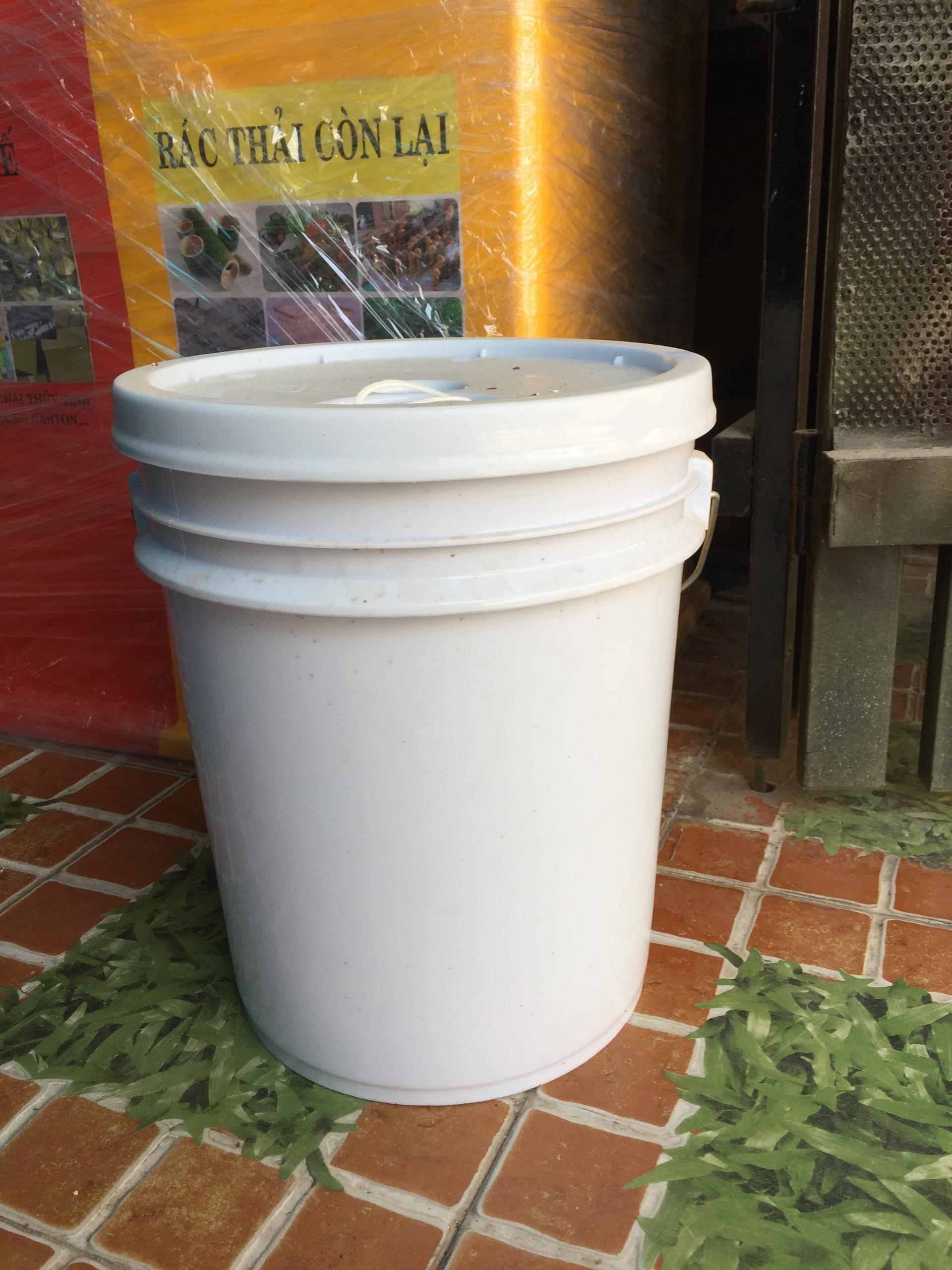 Thùng nhựa 20L có nắp chiết rót đựng hóa chất