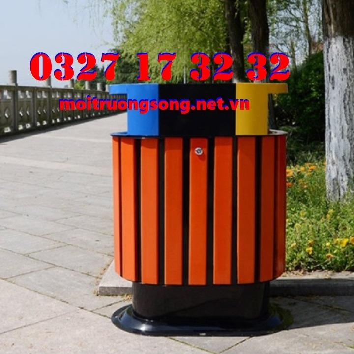 thùng rác ngoài trời