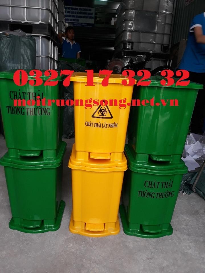 Thùng rác y tế 15 lít màu vàng và xanh lá